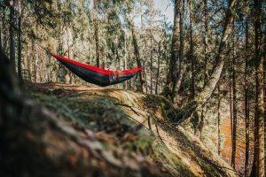 hammock 4676942  340 300x200 - アウトドアとキャンプ用品